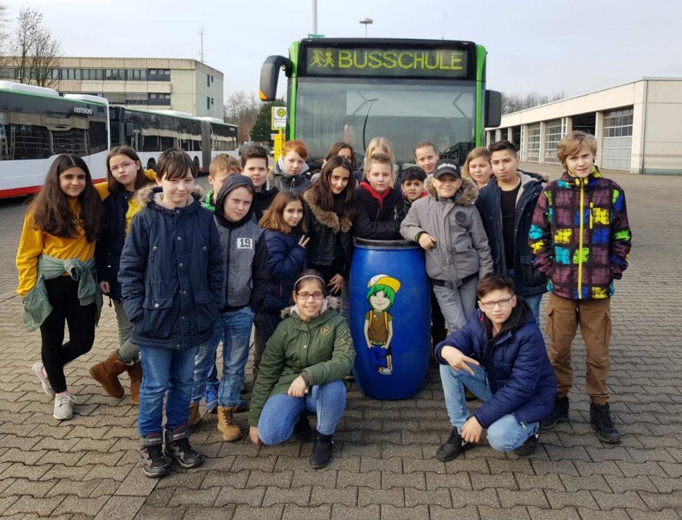 Unsere Klassen üben sicheres Busfahren