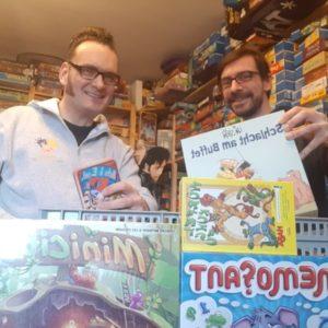 Schüler freuen sich über Gesellschaftsspiele – Mr. Trucker unterstützt Neue Schule Dorsten